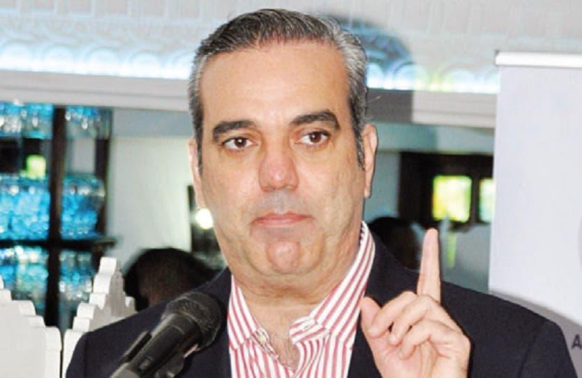Abinader propone ajustes presupuestarios para adecentar salario de policías