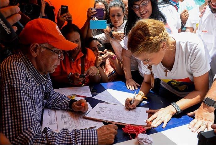Poder electoral venezolano validó 1,3 millones firmas, seis veces más que las exigidas para referendo