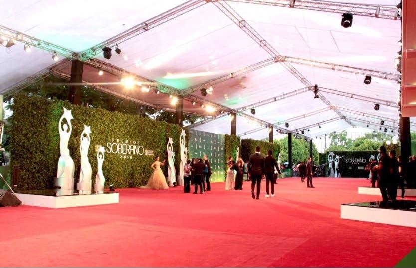 Inicia la alfombra roja de los Premios Soberano 2016