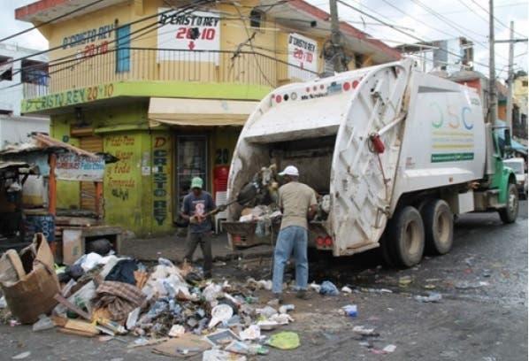 Roberto Peguero indicó que la acumulación de desechos sólidos en la cuidad puede generar el incremento de bacterias/Foto: Fuente externa.