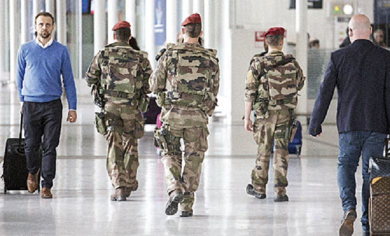 Francia: Policía encuentra arsenal de ETA; arrestan a 3