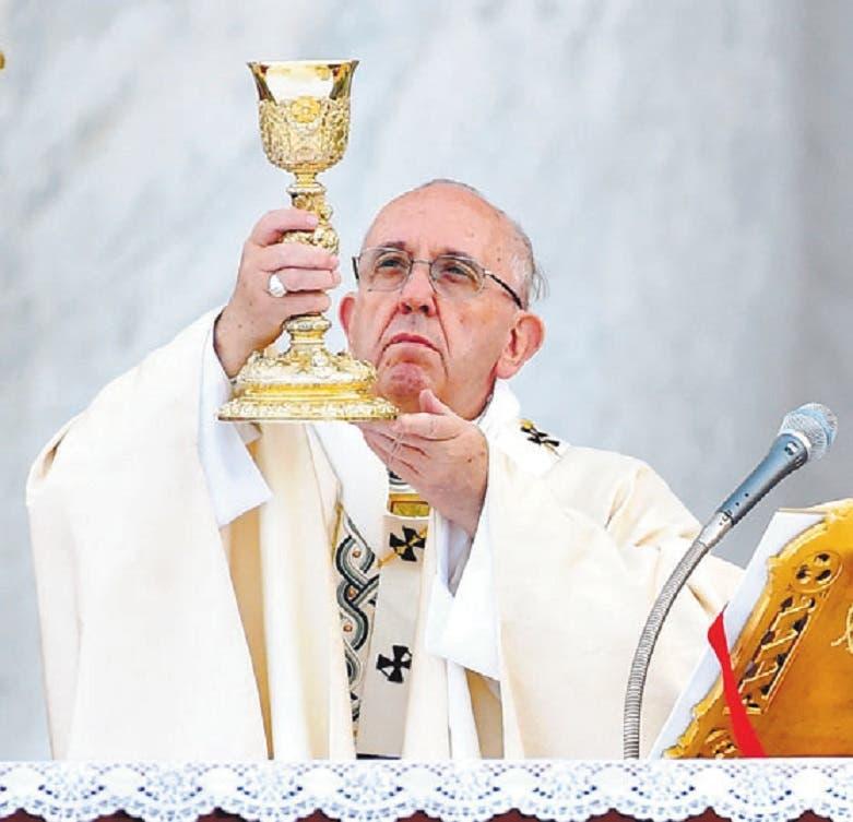 El papa proclama dos nuevos santos en misa de canonización