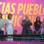 El Pais/ .El Presidente Danilo Medina Habla en el Comando de  Campaña de la Sarasota,junto a Manifestante del PLD  Dirigente  politio y funcionario ,para celebrar la victoria Electoral,Hoy/José Franisco.16-5-2016