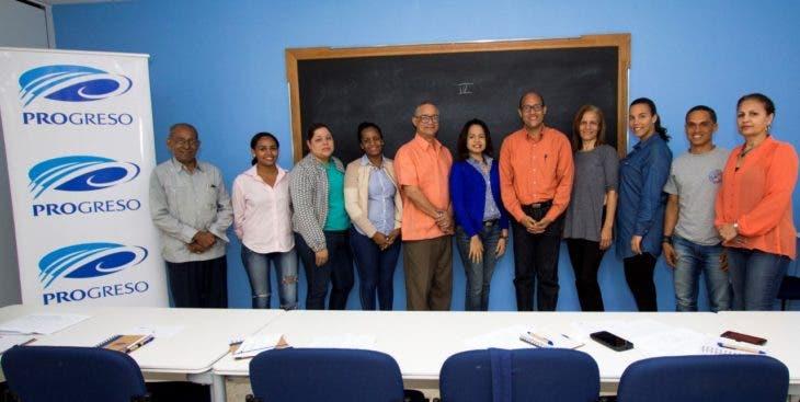 thumbnail_Miembros de ADOMPRETUR durante el curso de Finanzas Personales impartido por el experto Joaquin Disla