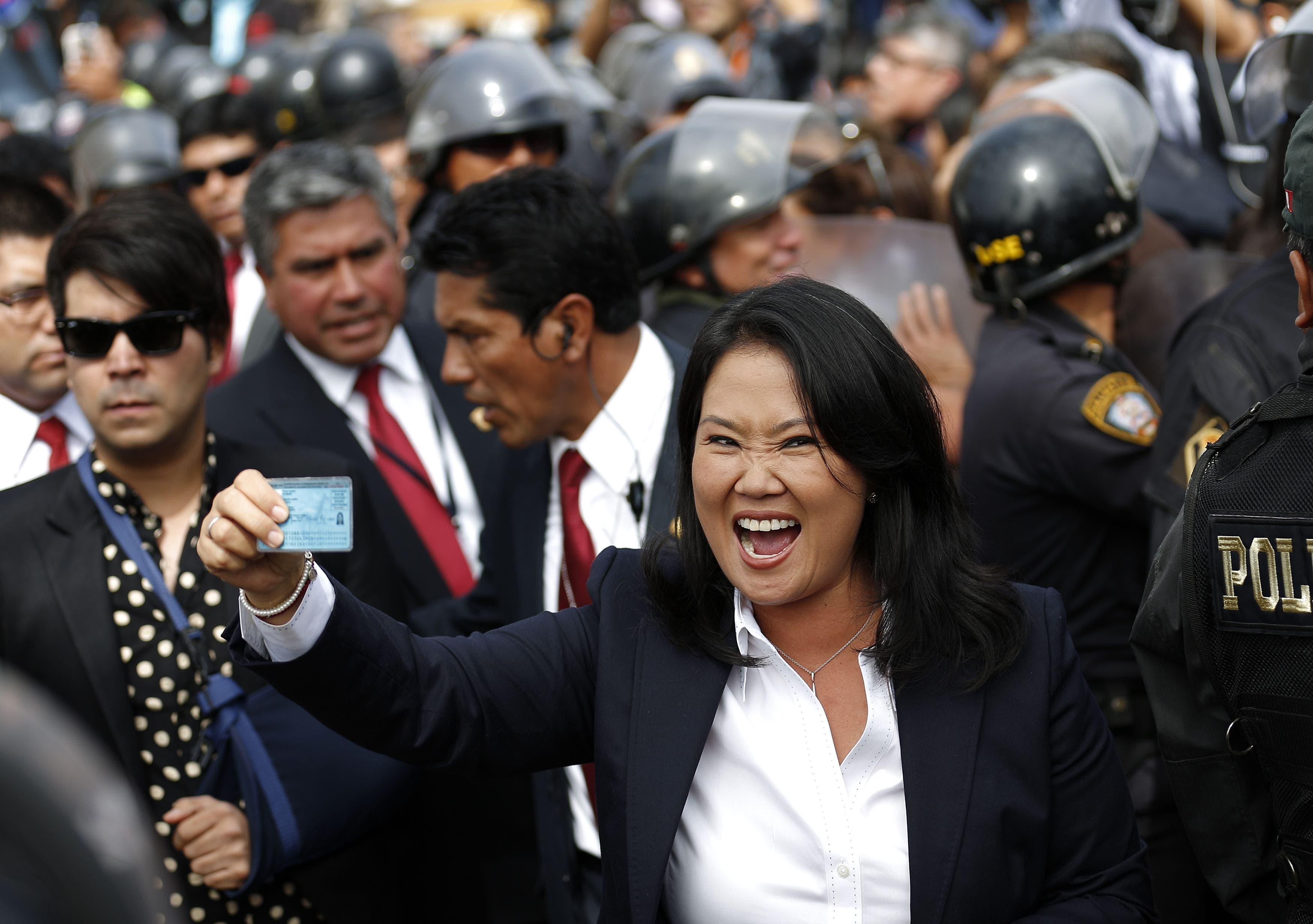 Fujimori gana terreno en ajustado voto presidencial
