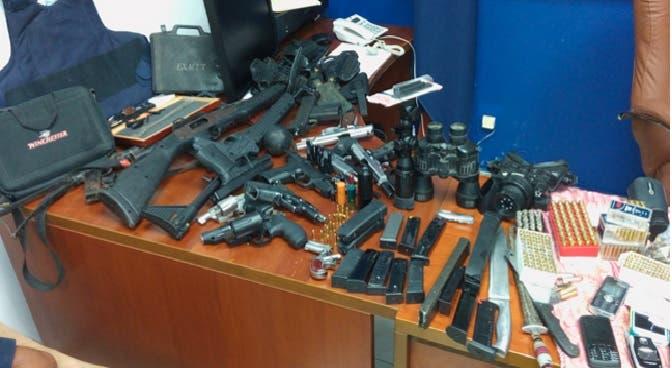 Falso «general» del Ejército RD vendía armas ilegales y simulaba ingreso de sus clientes a FFAA