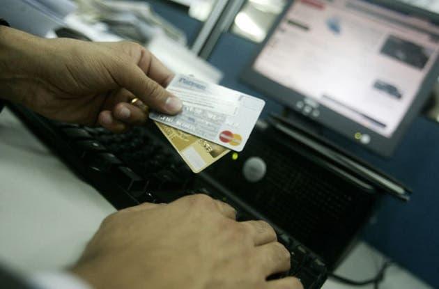 Advierte sobre presencia de bandas de extranjeros dedicadas a clonar tarjetas en zonas turísticas