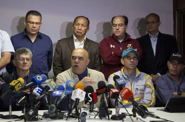 Oposición venezolana investigará sanciones a los firmantes para revocatorio