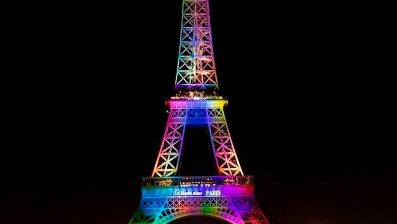 La torre Eiffel se iluminará hoy con los colores de la bandera arcoíris