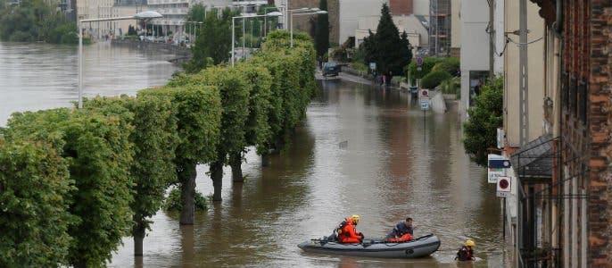 Francia mantiene en alerta 14 departamentos por las inundaciones