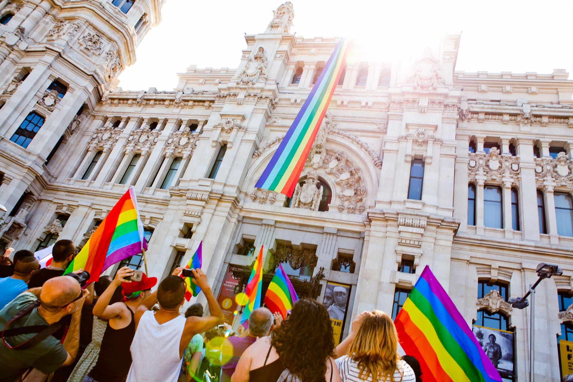 Orgullo Gay de Madrid recuerda a víctimas de Orlando y defiende bisexualidad