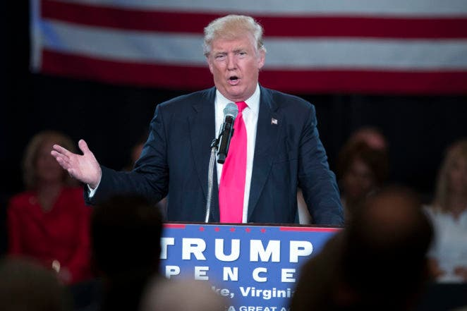 Trump responde a críticas de Obama y califica su mandato de