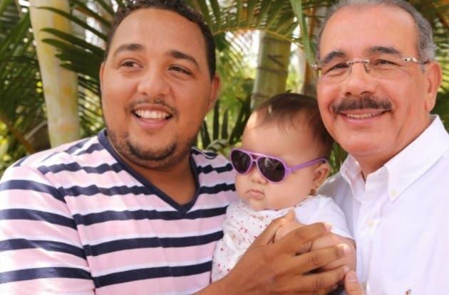 Presidente Medina felicita a padres RD