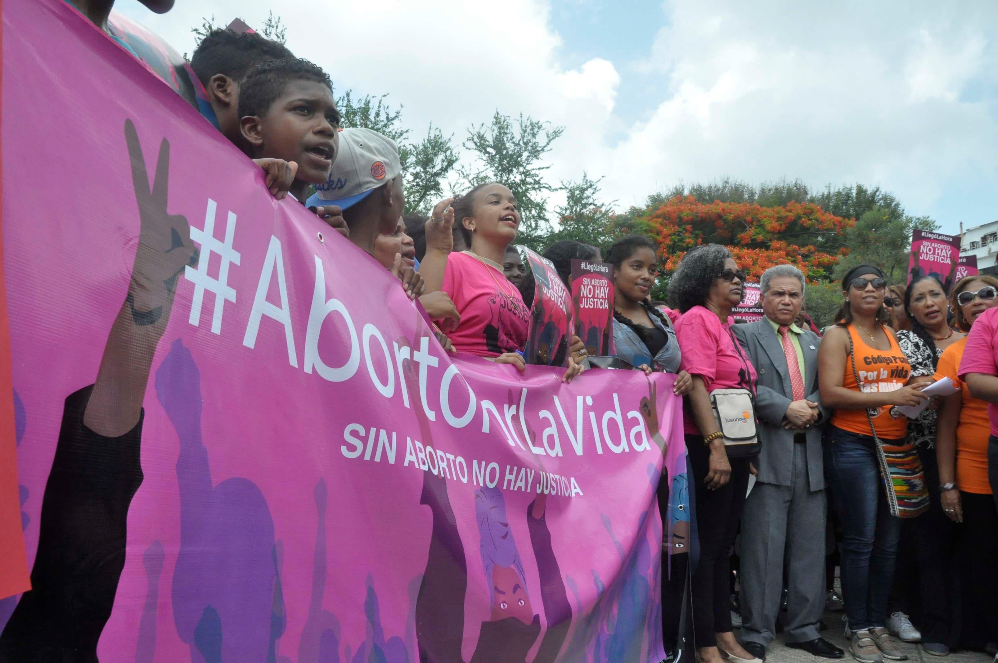 Foro Feminista llama a salvar la vida de mujer embarazada