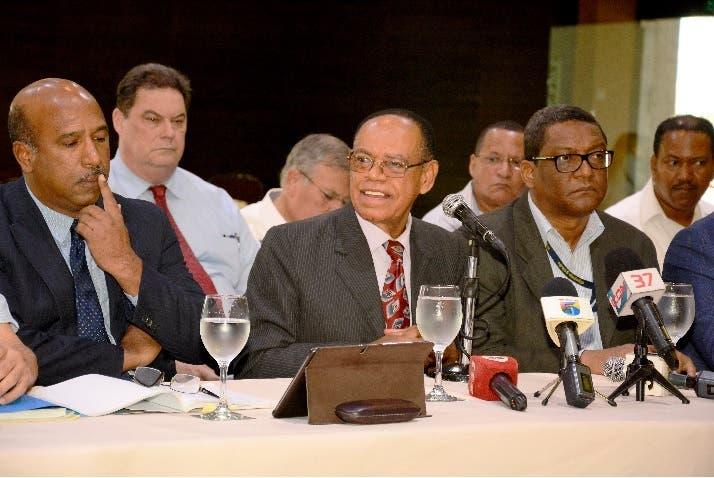 Nuevos alcaldes conocen plan de saneamiento de los ríos Ozama e Isabela