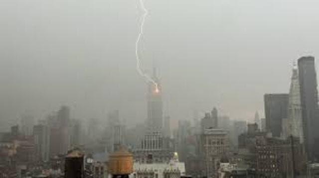 Video captura rayo cayendo en el Empire State