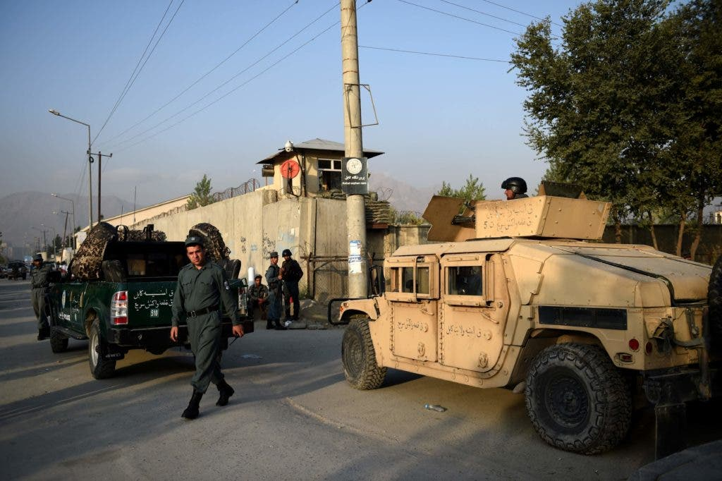 Afghan security personnel keep watch near the site following the militants' raid that targeted the elite American University of Afghanistan, in Kabul on August 25, 2016.  At least nine people were killed after militants stormed the American University of Afghanistan in Kabul, officials said, in a nearly 10-hour raid that prompted anguished pleas for help from trapped students. / AFP / WAKIL KOHSAR