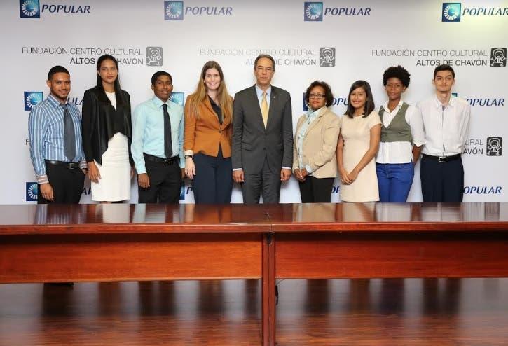 Banco Popular beca a jovenes