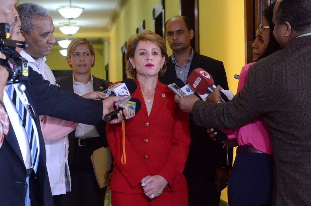 Lucía Medina niega aumento de sueldo para diputados