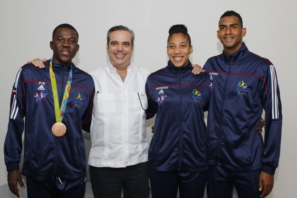 Luis Abinader%2c Luisito Pié%2c Moisés Hernández y Katherine Rodríguez