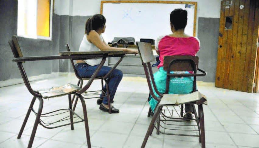 Suspenden docencia semipresencial en escuela de Navarrete por covid-19