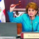 La presidenta de la Cámara de Diputados, Lucía Medina, dijo hoy que es la Ley la que dispone un aumento salarial en los órganos legislativos.