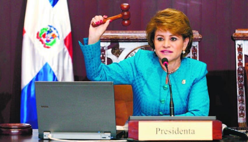 Reenvían para el 15 de febrero audiencia conciliación Lucía Medina y Salvador Holguín