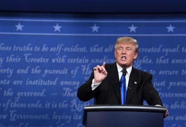 Trump sugiere que atacará más duro a Clinton en el próximo debate.