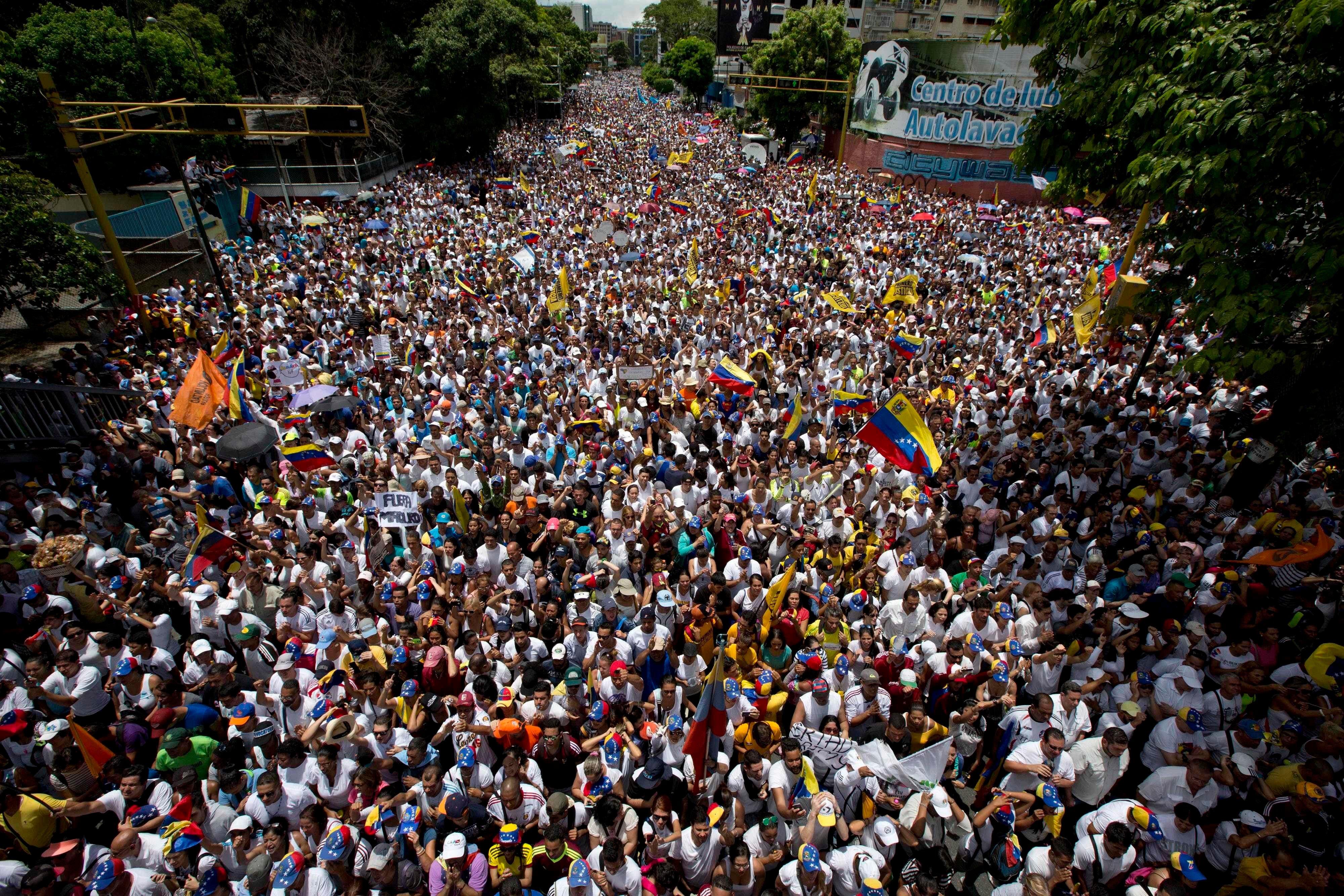 Oposición venezolana dice más de un millón personas marcharon por revocatorio