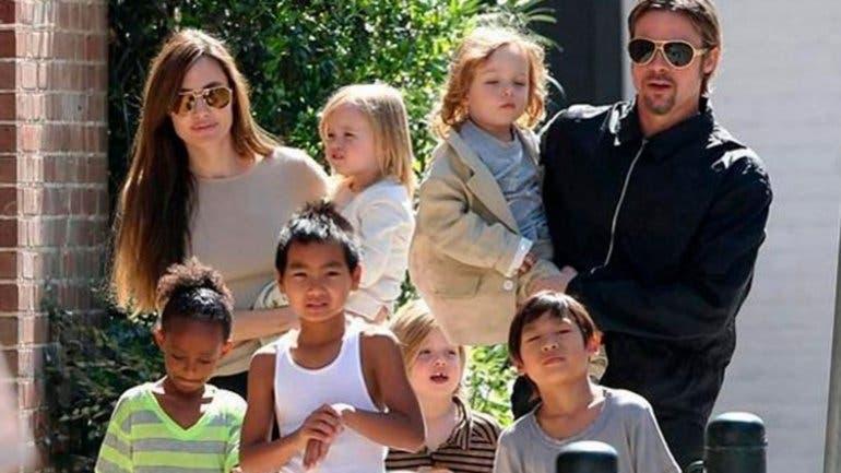 Brad Pitt , Angelina Jolie y sus hijos