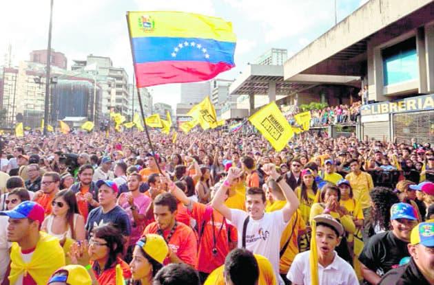 """Chavismo protesta ante Supremo contra """"fraude electoral"""" de alianza opositora"""