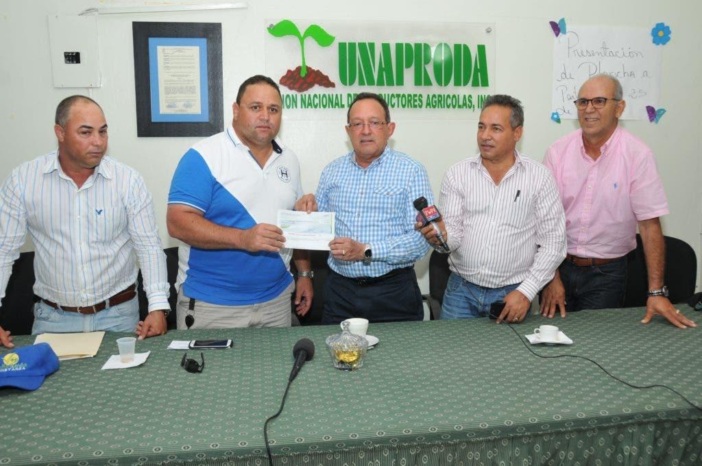 Ministro Agricultura informa paga deuda a productores de Constanza.