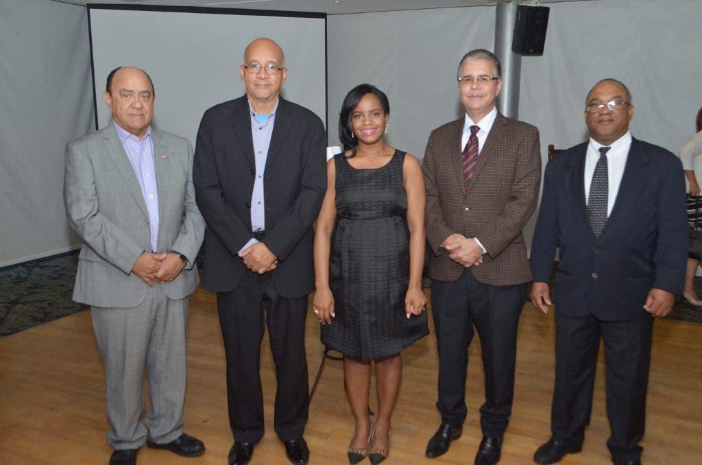Directivos de Adompretur y representantes del jurado del PEL