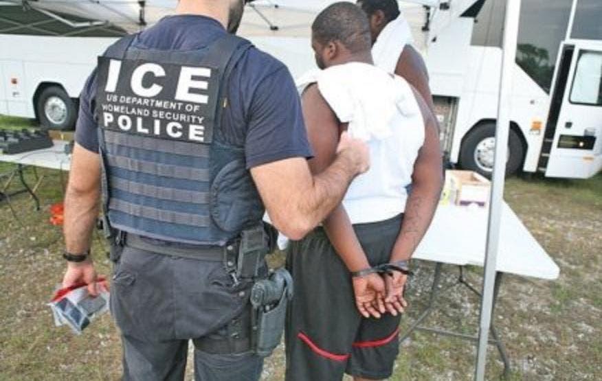 Guardia EEUU traslada a 15 haitianos a Bahamas