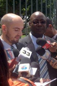 Entrevista a los señores, Robin Guitard y Beneco Enecia de Amnistía Internacional fueron al Palacio Nacional a entregar un documento. Hoy/ Llennis Jiménez 21/09/2016