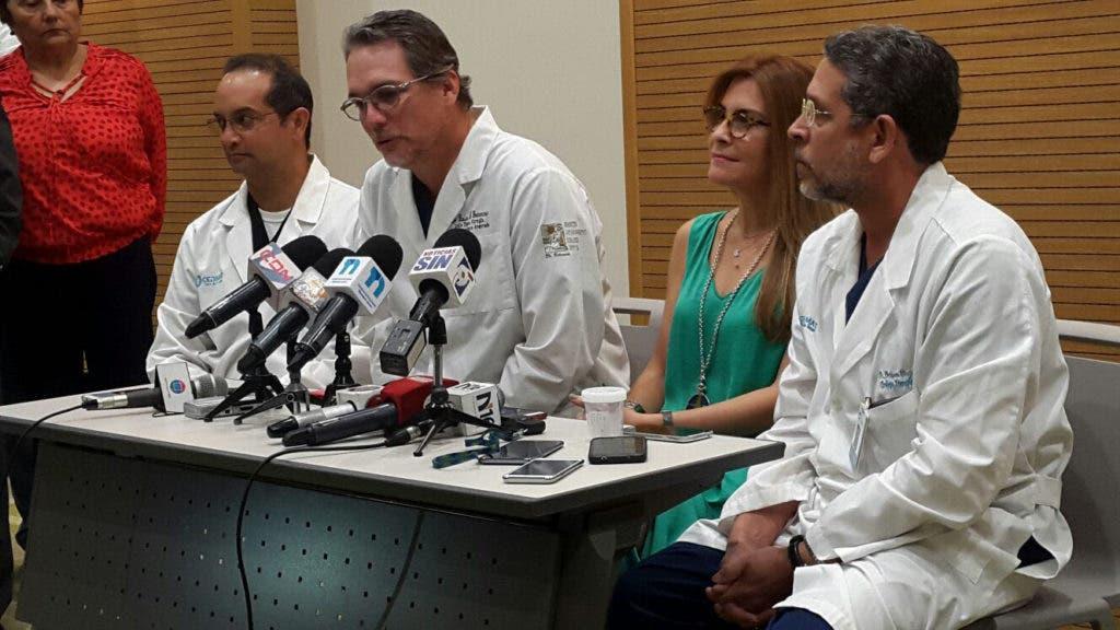 Rueda de prensa con los médicos que intervinieron con Hipólito Mejía. Hoy/ Fuente Externa. 29/09/2016