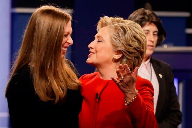 Hillary Clinton y su hijo Chelsea Clinton