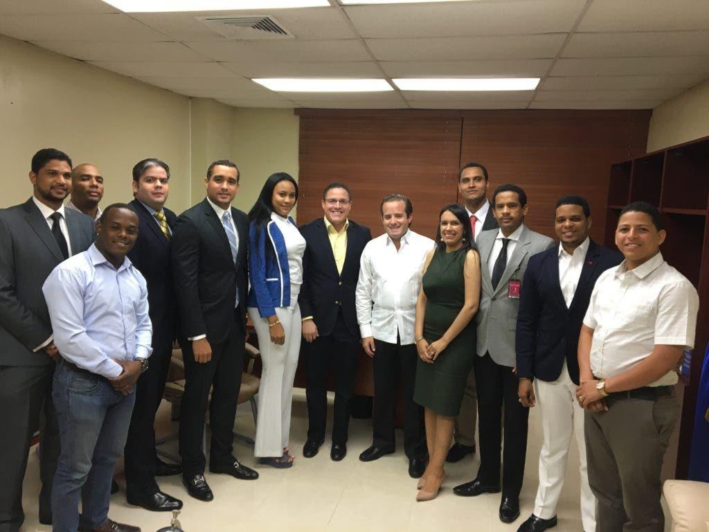 Una comisión de la Juventud del Partido Revolucionario Moderno visitó al Senador por la Provincia Puerto Plata