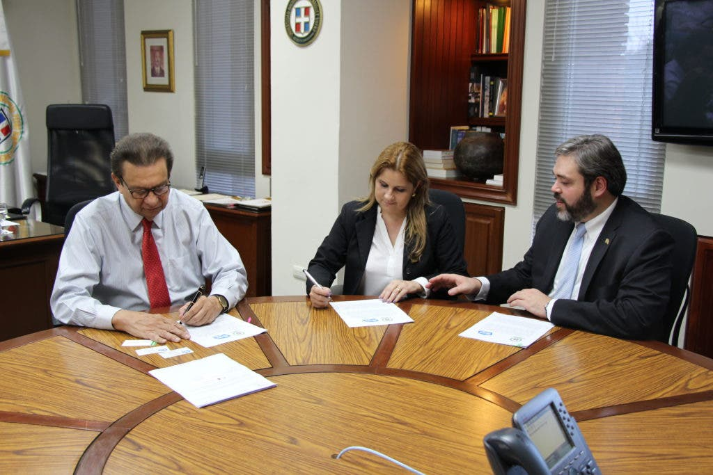 Directivos de AFS Intercultura y la Universidad Pedro Henríquez Ureña pactaron un acuerdo de cooperación académica