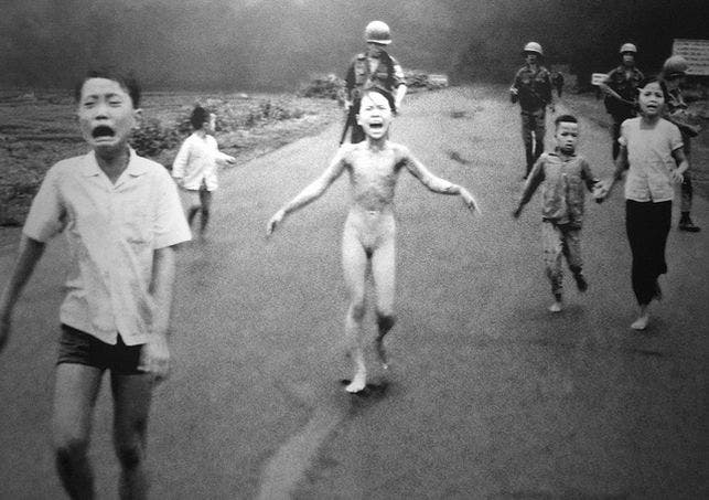 Facebook censura foto icónica de Vietnam que muestra desnudo