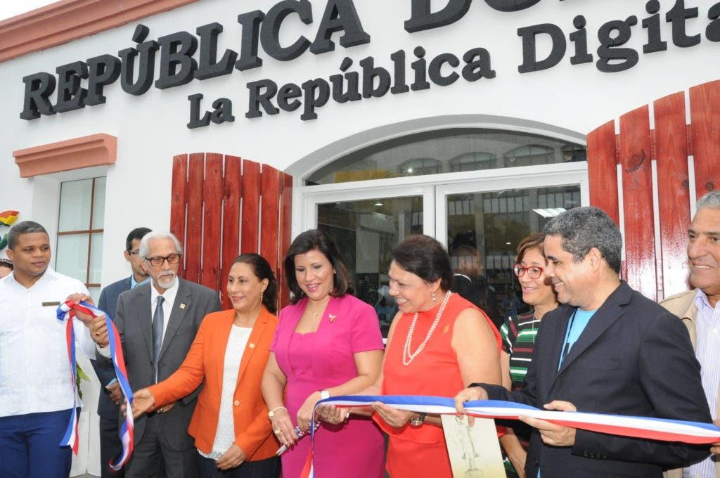 Quedó inaugurado el Pabellón República Dominicana con la presencia de las autoridades culturales de la FIL2016.