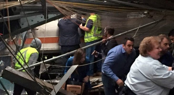 Investigadores buscan respuestas tras choque de tren — EEUU