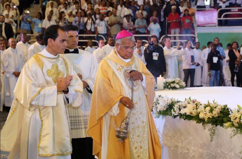 Nuevo arzobispo  Francisco Ozoria oficia su primera eucaristía en el Palacio de los Deportes