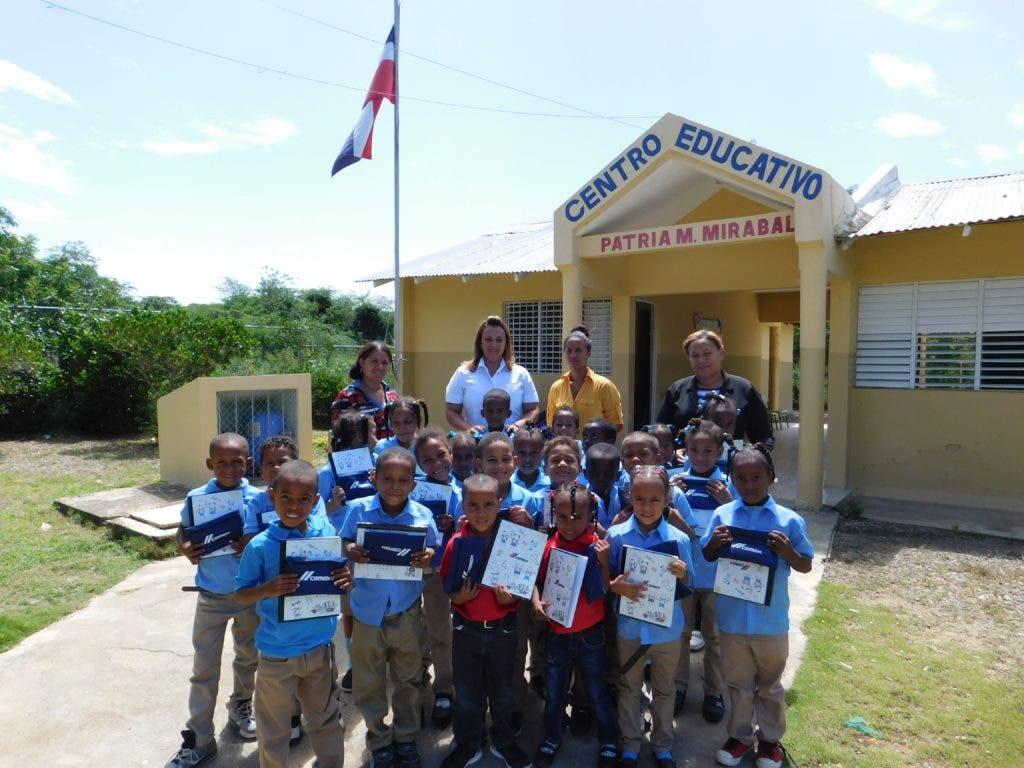 La empresa CEMEX Dominicana benefició más de 5,000 niños y jóvenes con la entrega de kits de útiles escolares.