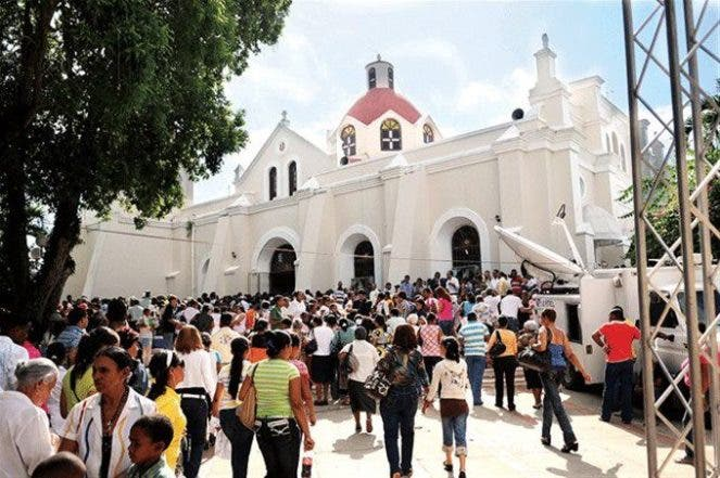 Resultado de imagen para fotos de miles de personas en el santo cerro de la vega