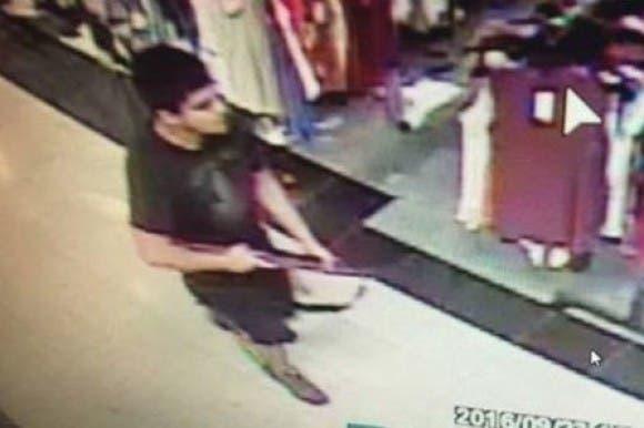 EEUU busca al autor de un tiroteo que dejó 5 muertos en un centro comercial