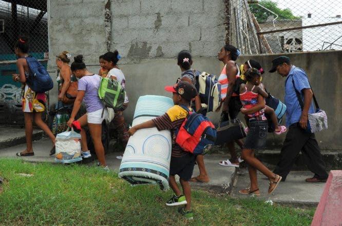 Matthew deja un rastro de escombros y derrumbes en Cuba