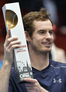 Winner Andy Murray of Great Britain (R) poses after the final match against Jo-Wilfried Tsonga of France at the ATP Erste Bank Open Tennis tournament in Vienna, on October 30, 2016.  Austria OUT  / AFP / APA / HANS PUNZ