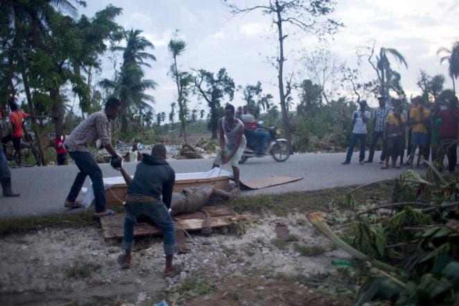 El huracán Matthew pierde fuerza en su trayecto