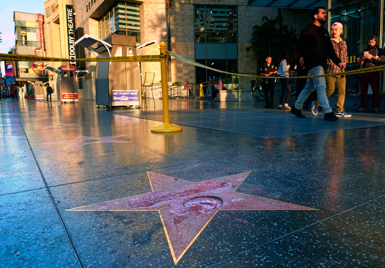 Destrozan la estrella de Donald Trump en el Paseo de la Fama de Hollywood
